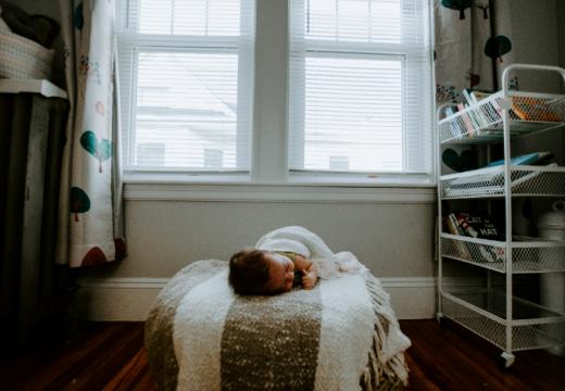 Comment bien sécuriser sa maison pour bébé ?