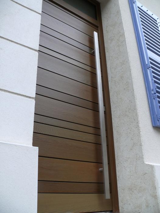 installer une porte ext rieure portail maison. Black Bedroom Furniture Sets. Home Design Ideas