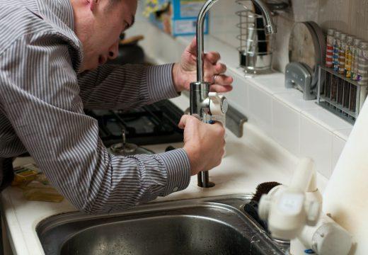 Quand et comment trouver un bon plombier ?