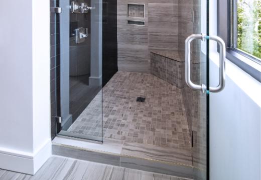 Salle de bain : comment bien l'aménager pour un senior ?